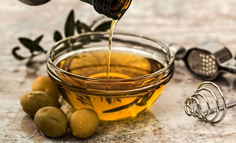 Liệu pháp làm đẹp da với tinh dầu oliu