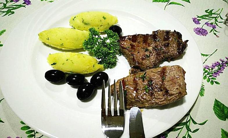 Beefsteak và khoai tây nghiền